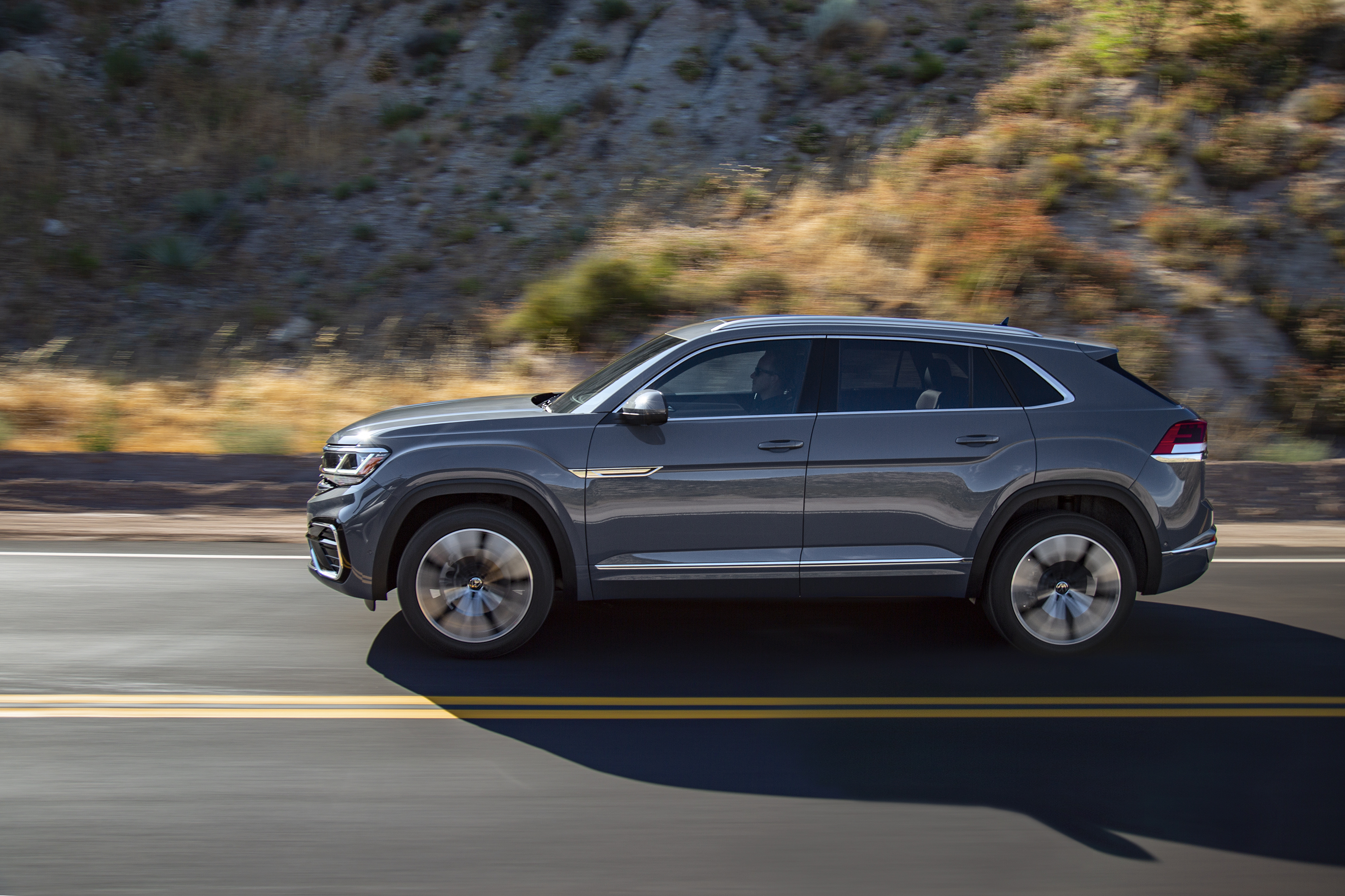 VOLKSWAGEN SURVEY REVEALS STRENGTH OF AMERICAN LOVE AFFAIR WITH SUVS