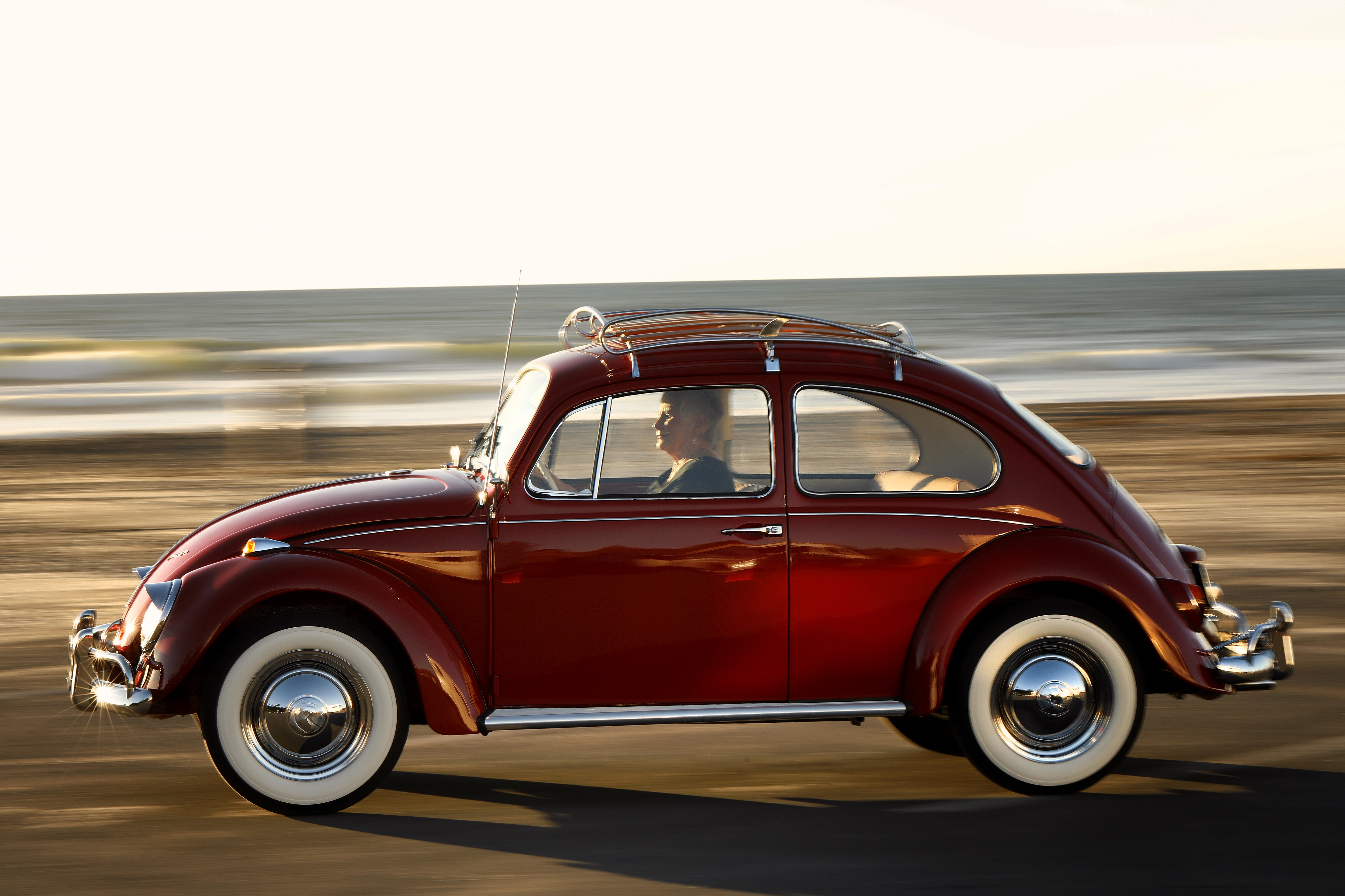 3bb3d49e3b503 A HOLIDAY HOMECOMING  VOLKSWAGEN BEETLE OWNER OF 51 YEARS REUNITED WITH   ANNIE  AFTER ONCE-IN-A-LIFETIME FACTORY RESTORATION - Volkswagen Media Site