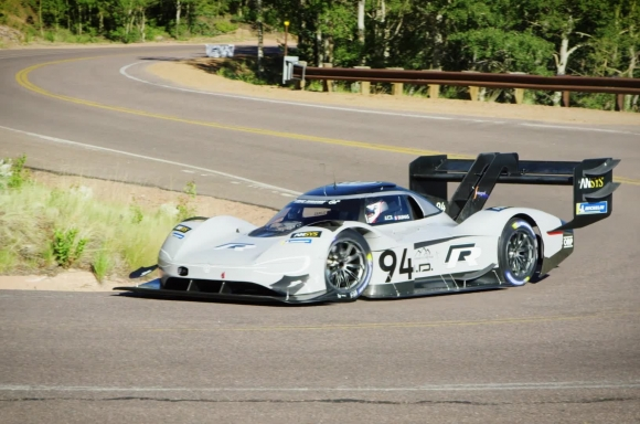 I.D. R Pikes Peak: qualifying best time