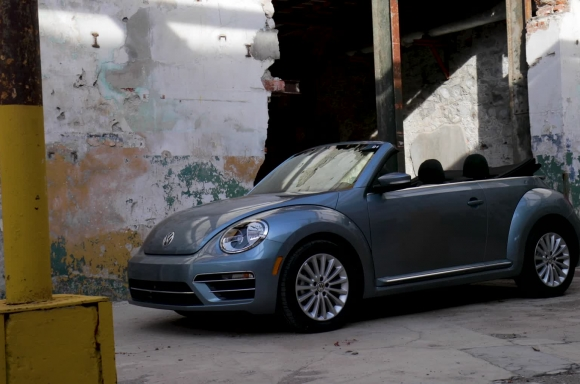 2019 Beetle Convertible Final Edition and 2019 Beetle Final Edition Static Footage